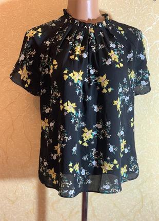 Нежная блузка в лилию