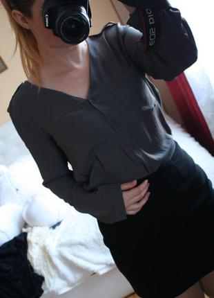 Актуальна блузка, мокрий асфальт.