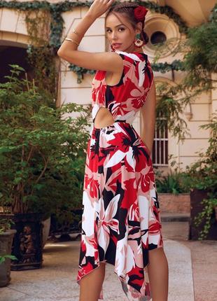 Яркое летнее штапельное платье из штапеля без рукава асимметричное красное в цветы