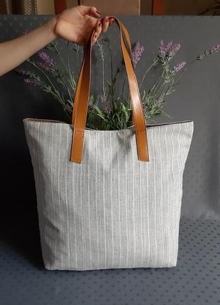 Красивая светло серая сумка шопеер фирмыchicoreeв новом состоянии