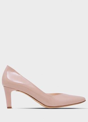 Бежевые лакированые туфли hogl