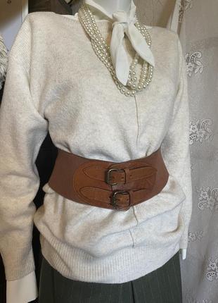 Бежевый нарядный классический свитер джемпер