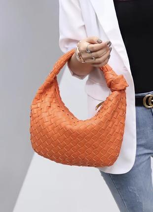 Оранжевая кожаная плетёная сумка bottega veneta на плече