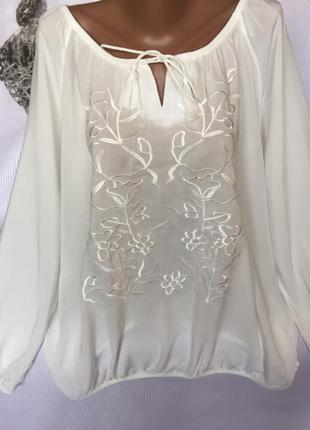Роскошная белая рубашка блуза с вышивкой