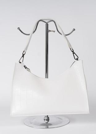 Аккуратная белая сумочка из экокожи с тиснением под рептилию