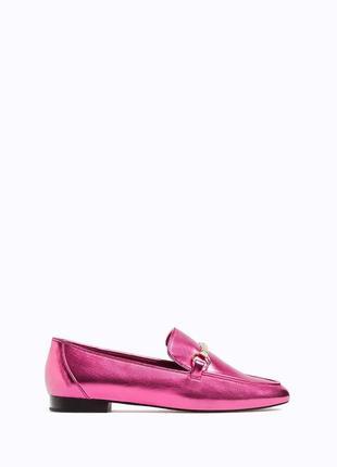 Туфли лоферы розовые малиновые декорированы металлической пряжкой stradivarius