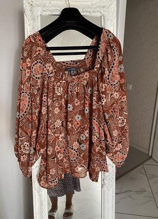 Красивая блуза с объемными рукавами