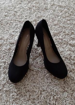 Замшеві туфлі tamaris 38 розміру.