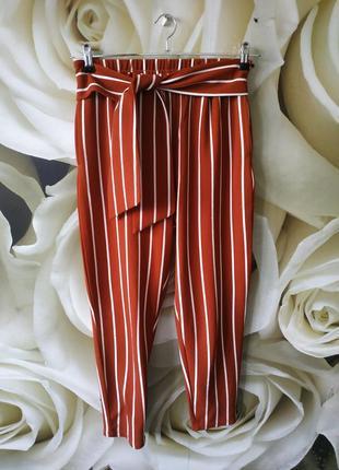 Стильные зауженные штаны в полоску с боковыми карманами