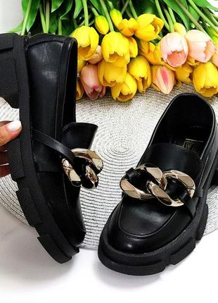 Люксовые черные женские туфли с декором низкий ход на утолщенной подошве