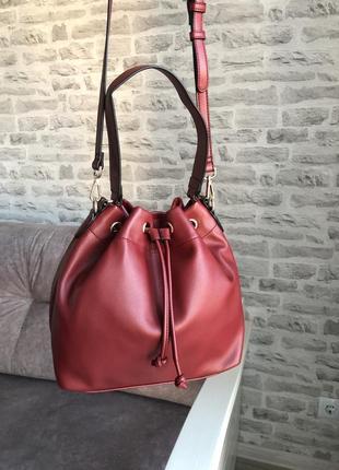 Красная трендовая сумка мешок