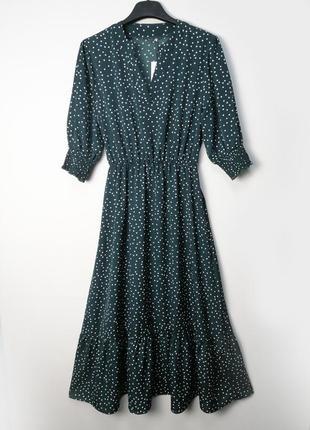 Зеленое платье миди с оборками в горох