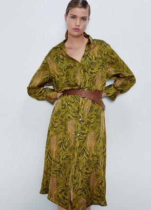 Актуальное легкое сатиновое платье рубашка в оливковый принт zara