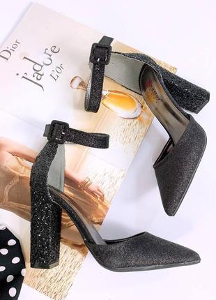 Блестящие открытые лодочки босоножки на широком каблуке блестки. наложка