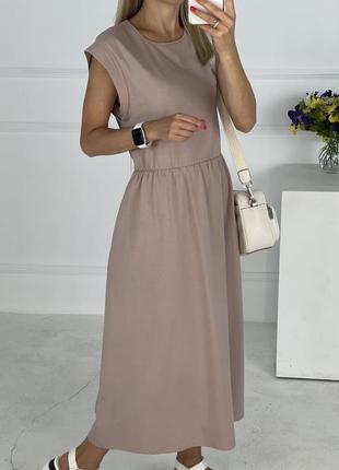 Платье с резинкой на талии, карманы в боковых швах. мокко