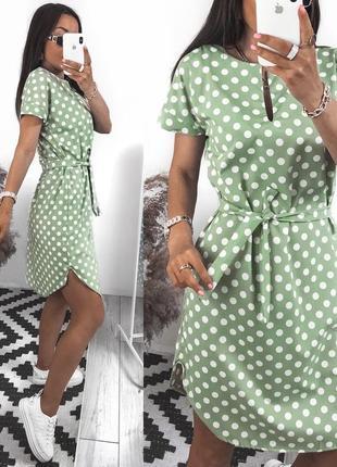 Платье с поясом, не приталенное, разрезы по бокам,
