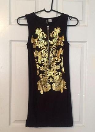Нарядное платье с золотым орнаментом