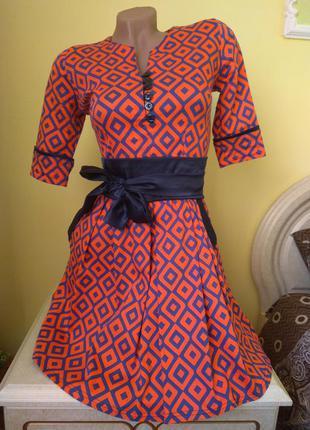 Шикарное красное платье с поясом