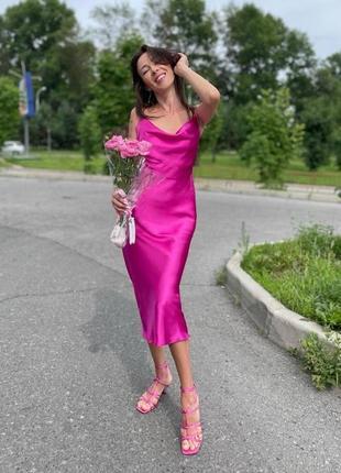 Новое малиновое шелковое платье миди, в бельевом стиле. распродажа.