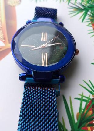 Кварцевые стильные часы,на магнитном ремешке.новые.