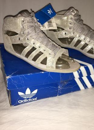 Босоніжки оригінал * adidas* в'єтнам р.38 (25.00см)