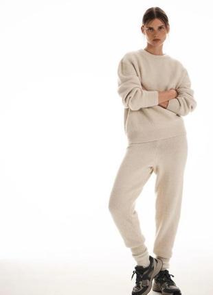 Теплий вязаний костюм zara розмір с,м в навності