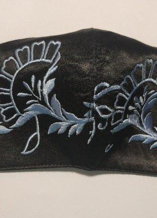 Защитная маска многоразового использования с вышивкой