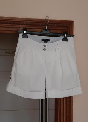 Белые хлопковые шорты