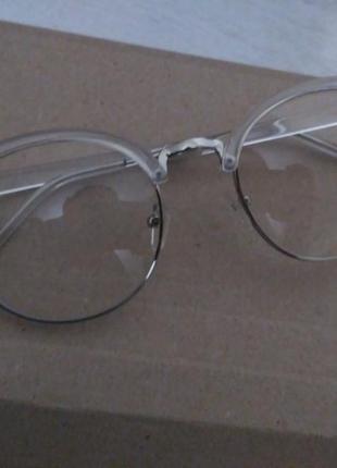 Новые очки с прозрачной оправой