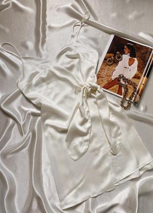 Сатиновое молочное мини платье на запах missapp