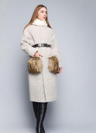 Длинное зимнее шерстяное пальто с мехом на карманах. мех чернобурка. теплое в кежуал стиле