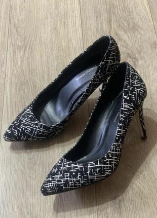 Туфли лодочки белый на чёрном