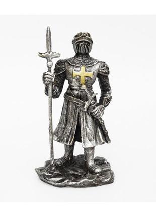 Статуэтка рыцарь с копьем и мечом