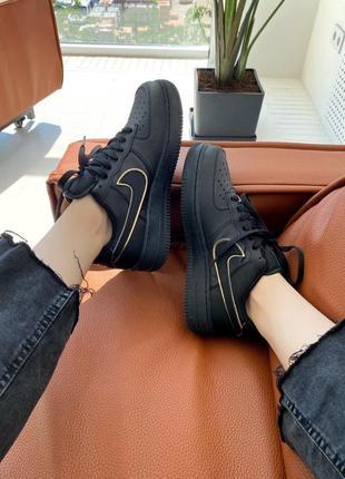 Шикарные женские кроссовки nike air force 1 07 essential black наложка