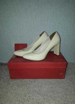 Шикарные кожаные, бежевые туфли basconi, р. 35, на узкую ногу.
