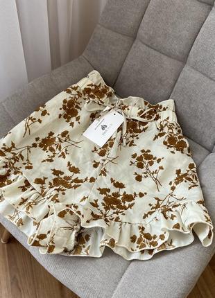 Шикарные шорты в цветочный принт с оборками in the style