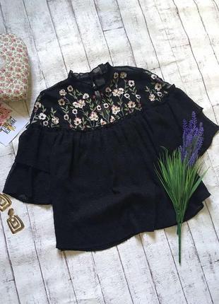 Нарядная блуза с вышивкой