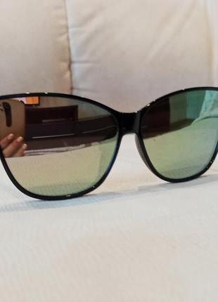 Сонцезахисні брендові жіночі окуляри