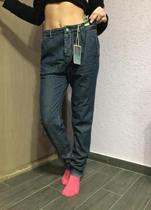 Новые джинсы слим фит на бёдра до 100