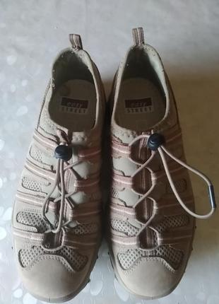 Кросівки жіночі літні