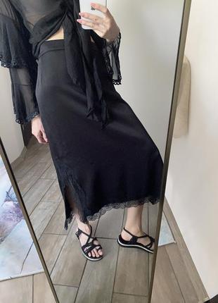Чёрная атласная юбка m&s в бельевом стиле