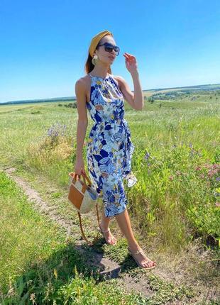Легкий воздушный сарафан летний в цветочек с цветочным принтом открытыми плечами приталенный платье летнее миди
