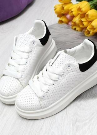 Белые кроссовки кеды с черными задниками  41 размер
