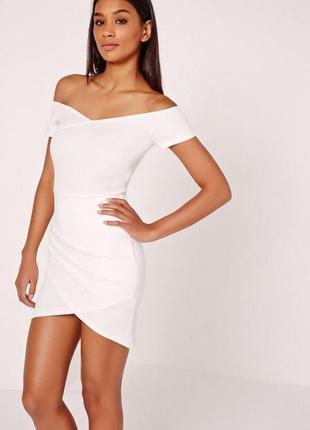 Missguided платье белое с открытыми плечами по фигуре карандаш футляр