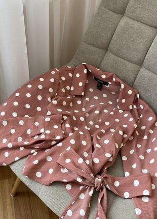 Укорочённая блуза в горох на запах forever 21