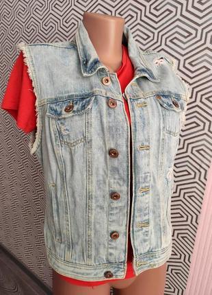 Джинсовка жилетка джинсовая безрукавка с карманами рванка стильная женская
