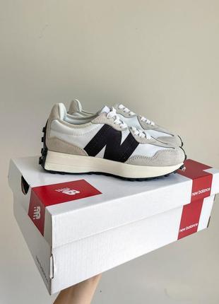 New balance 327 бежевые с черным лого женские спортивные кроссовки