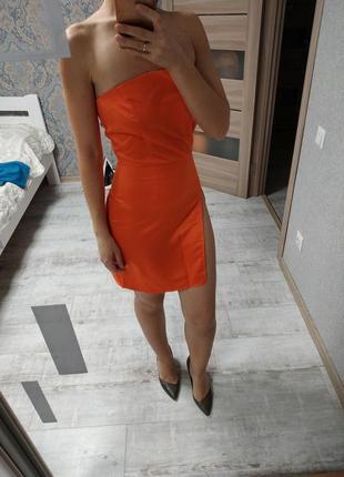 Новое с биркой атласное платье с разрезом по ножке