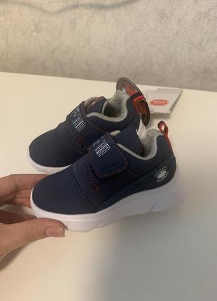 Детские кроссовки на малыша