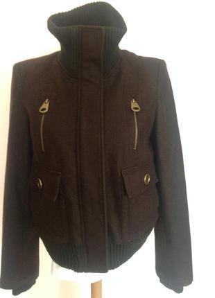 Драповая  фирменная курточка с декором из тёплого трикотажа. . / l/ brend zara